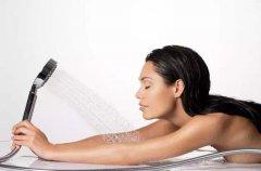 梦见洗澡是什么意思,梦见洗澡没水没有洗成