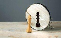 梦见照镜子是什么意思?看到自己脸代表什么