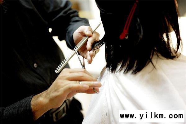 梦见给别人剪头发是什么预兆