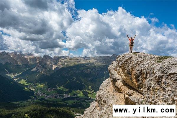 梦见爬到山顶是什么意思